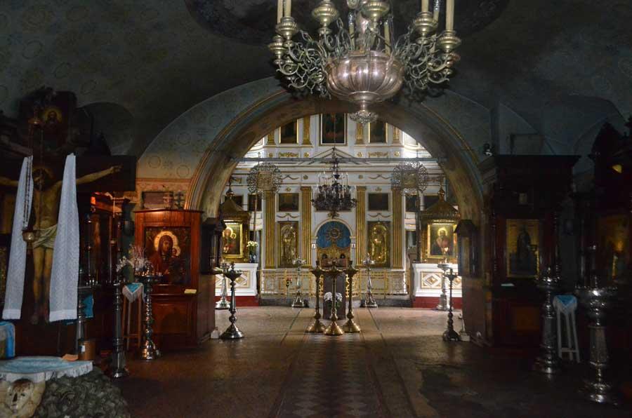 Внутреннее убранство храма.