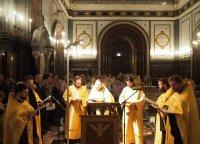 Служба молебна перед мощами святителя Николая Чудотворца в храме Христа Спасителя